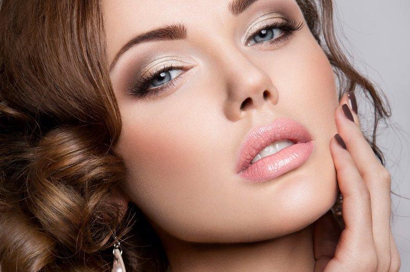 Нюдовый макияж с сатиновым финишем