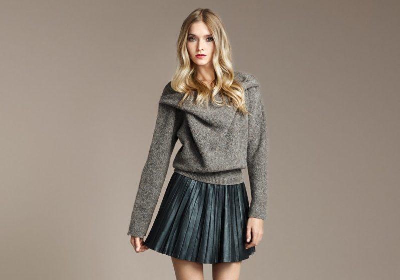 Короткая плиссированная юбка с тёплым свитером