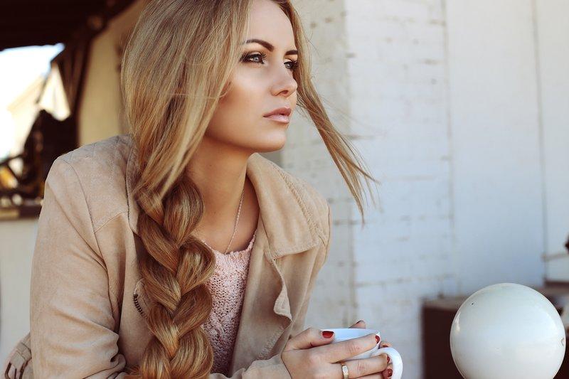 Небрежная коса на длинные волосы