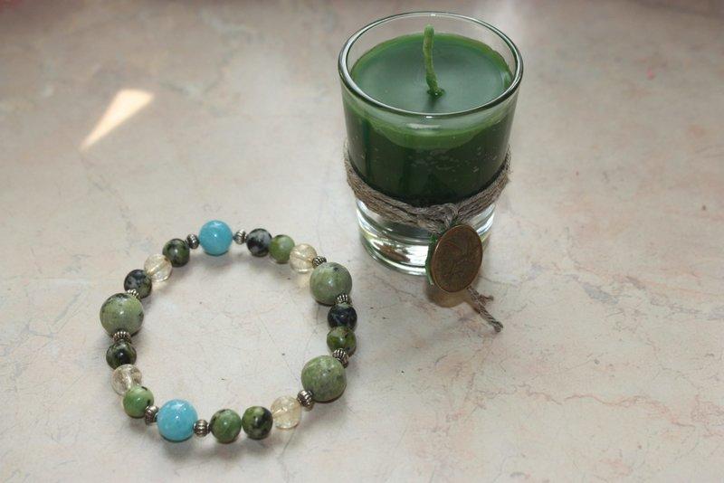 Свеча и браслет для ритуала зарядки амулета