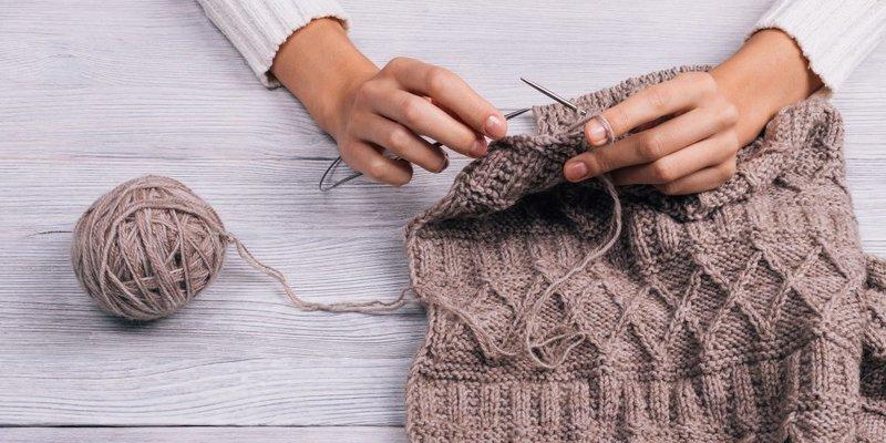 Вязание изделия спицами
