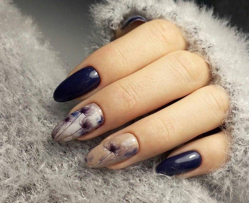 Цветочный принт на ногтях, покрытых гель-лаком