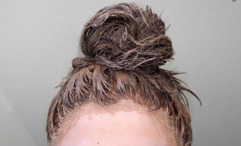 Маска из глины на волосах