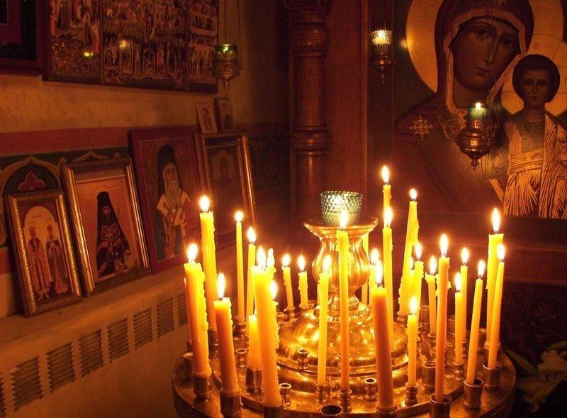Снятие порчи при помощи церковных свечей