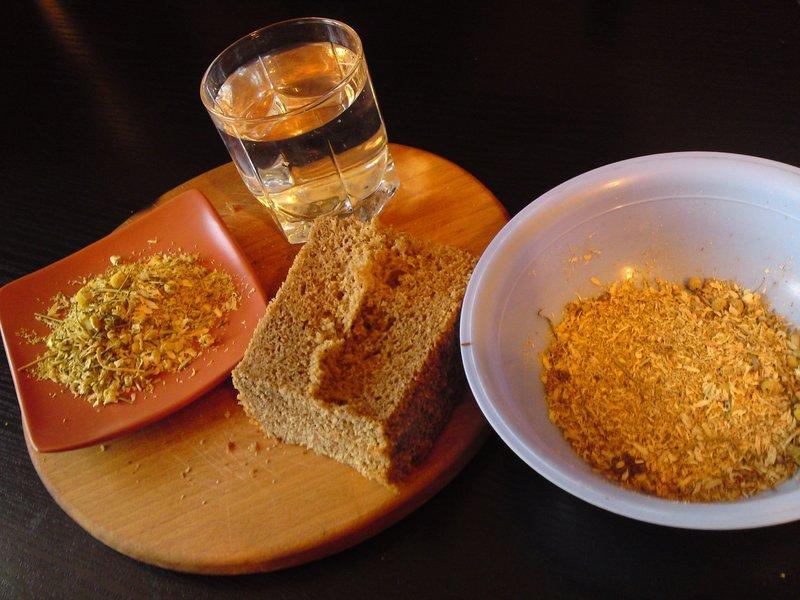 Маска для волос на основе ржаного хлеба и календулы