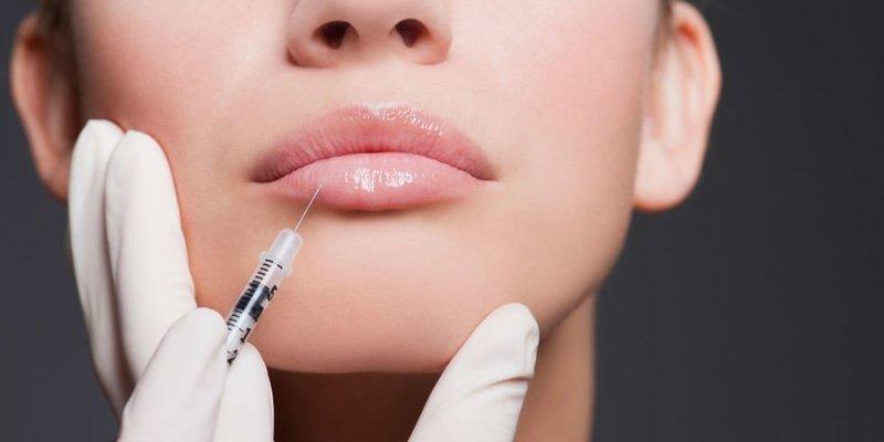 Введение геля в губы