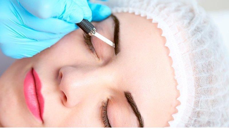 Ход процедуры волоскового татуажа