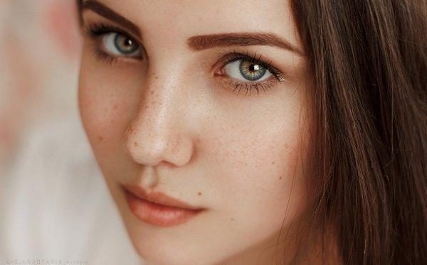 Макияж для девочки 14-16 лет с акцентом на брови