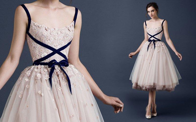 Платье с акцентом на талии