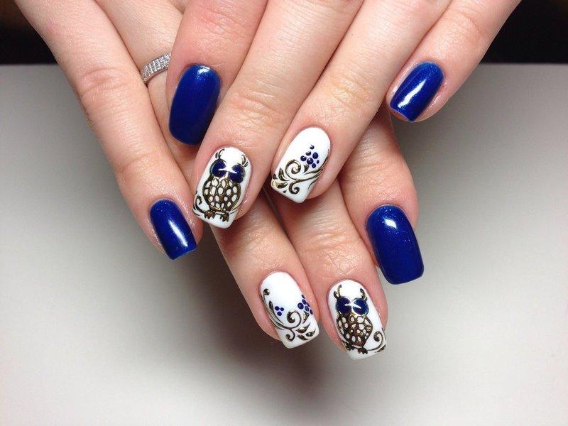 Минималистичный дизайн ногтей с фольгой