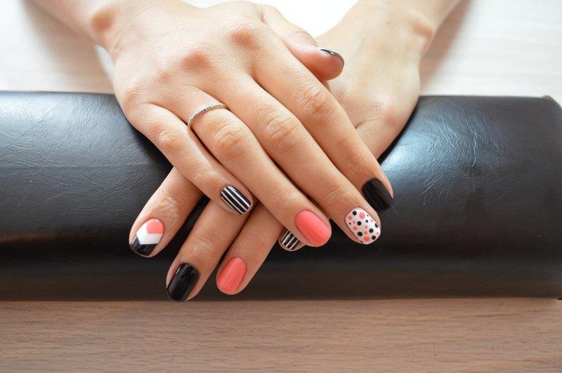 Стильный маникюр шеллаком на короткие ногти