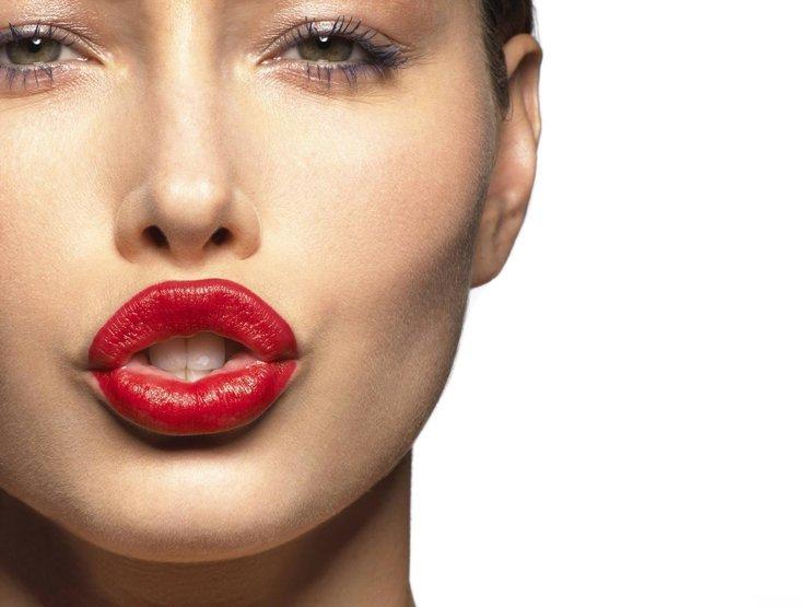 Можно ли пить алкоголь после увеличения губ?