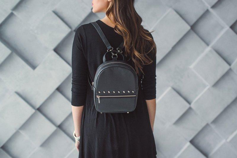 Минималистичный чёрный рюкзак