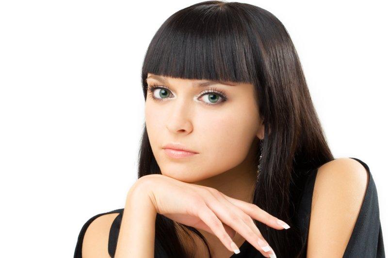 Средней длины челка на длинных волосах