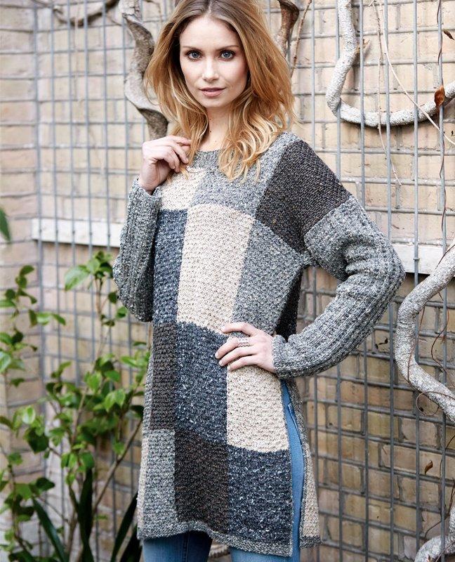 Девушка в свитере с рисунком в виде квадратов