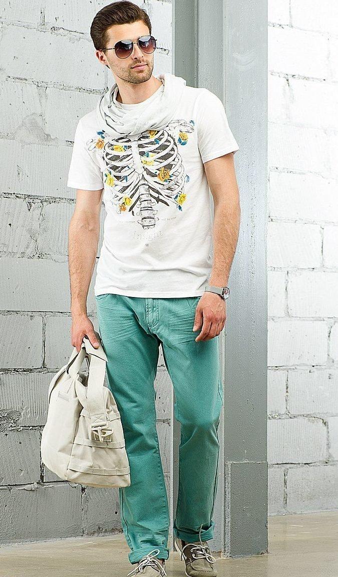 Зелёного оттенка джинсы