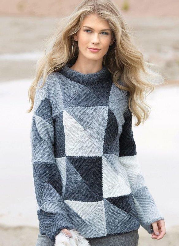 Девушка в свитере в стиле пэчворк