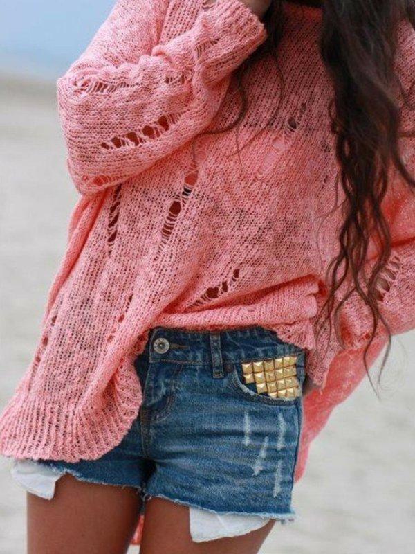 Девушка в свитере в стиле гранж