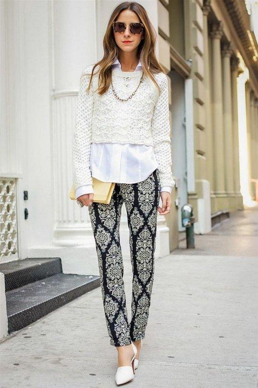Кроп-свитер с белой рубашкой и прямыми штанами