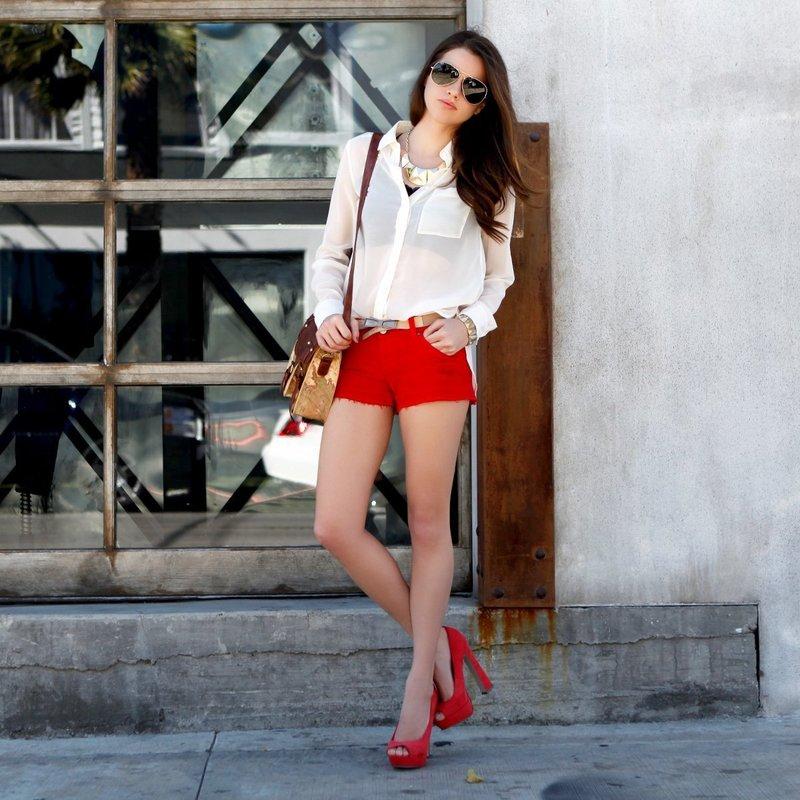 Яркие шорты на лето