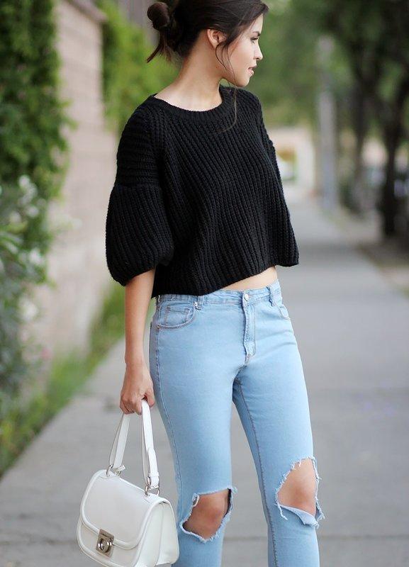 Кроп-свитер с джинсами