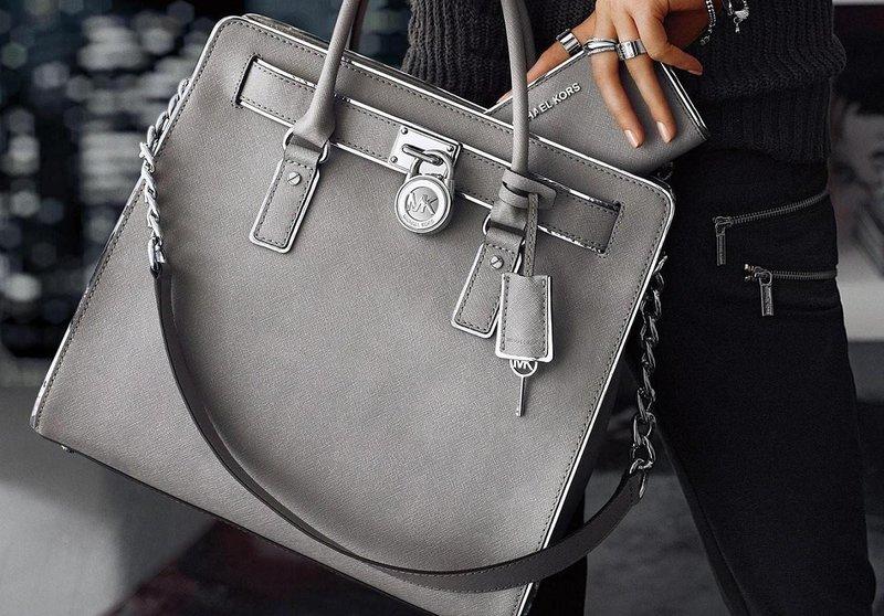 Классическая серая сумочка