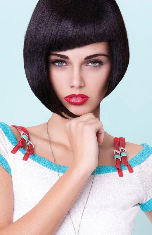 Девушка с удлиненным каре и асимметричной челкой