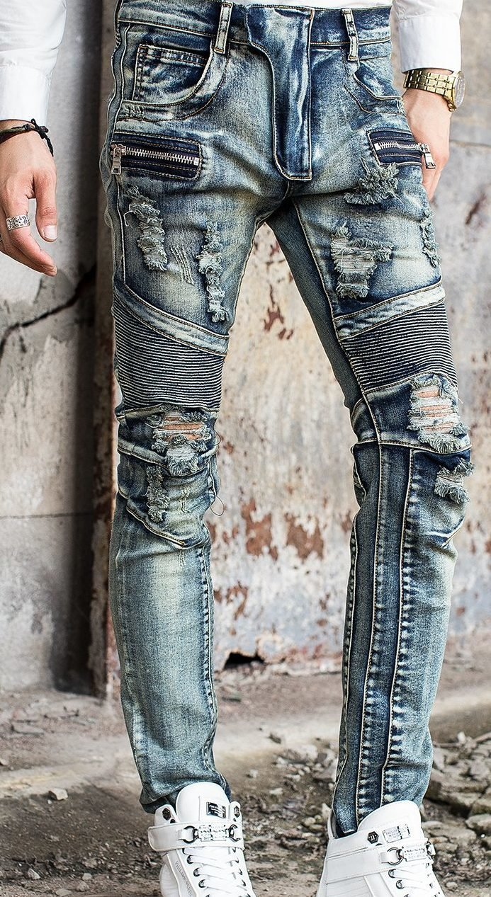 Модель потёртых джинсов