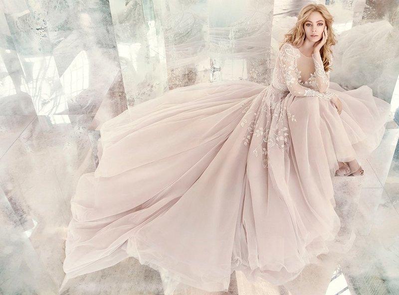 Нежное весеннее свадебное платье