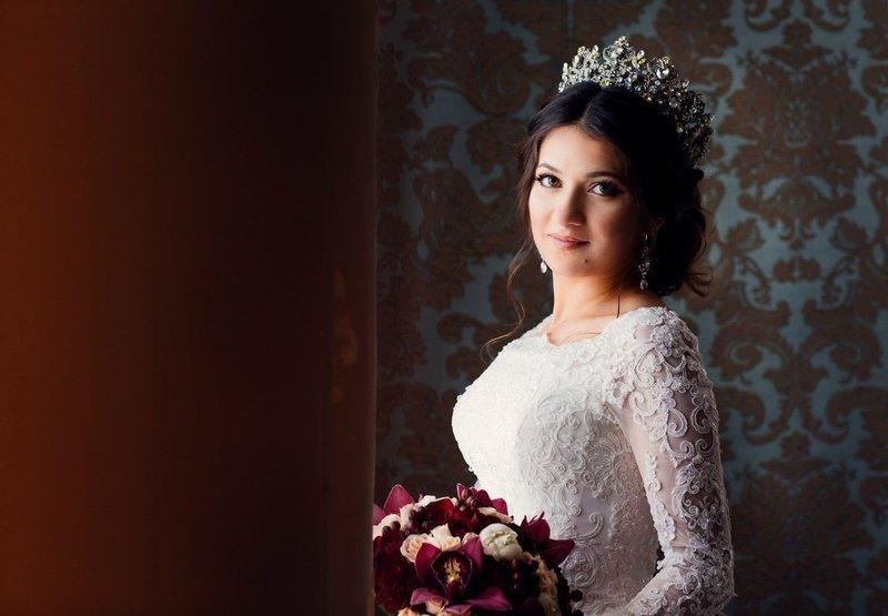 Осеннее платье с короной