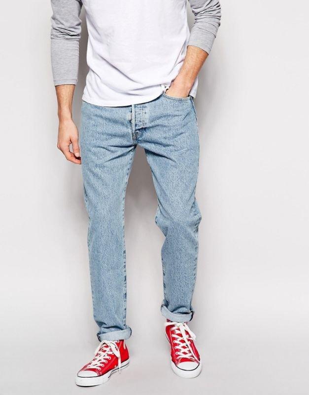 Пуловер и джинсы с отворотом
