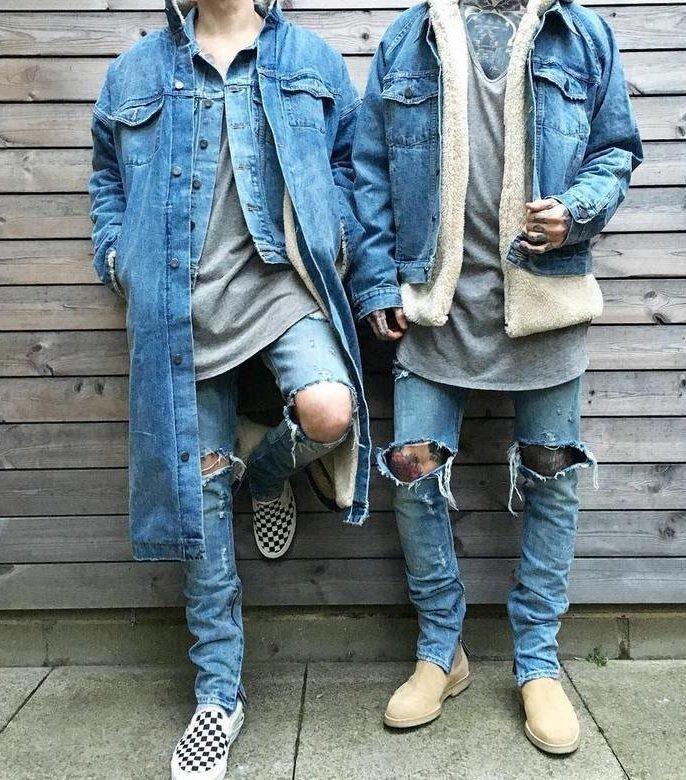 Парни в рваных джинсах