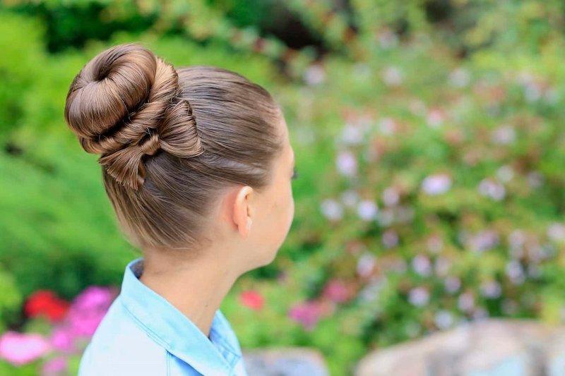 Девочка с прической на длинные волосы