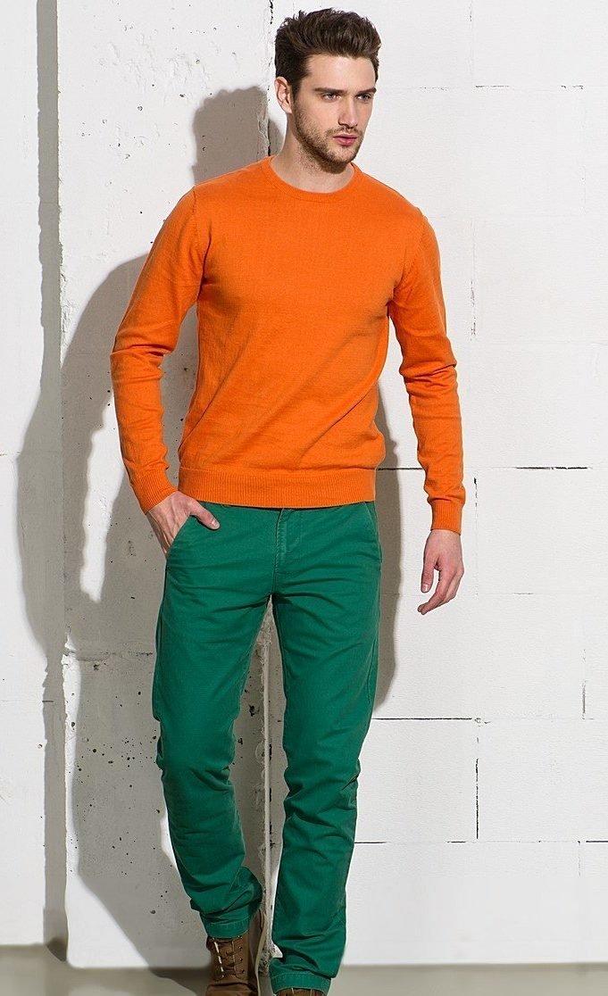 Зелёные джинсы со свитером