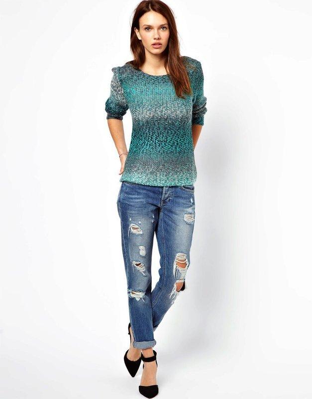 Девушка в свитере с плавным градиентом