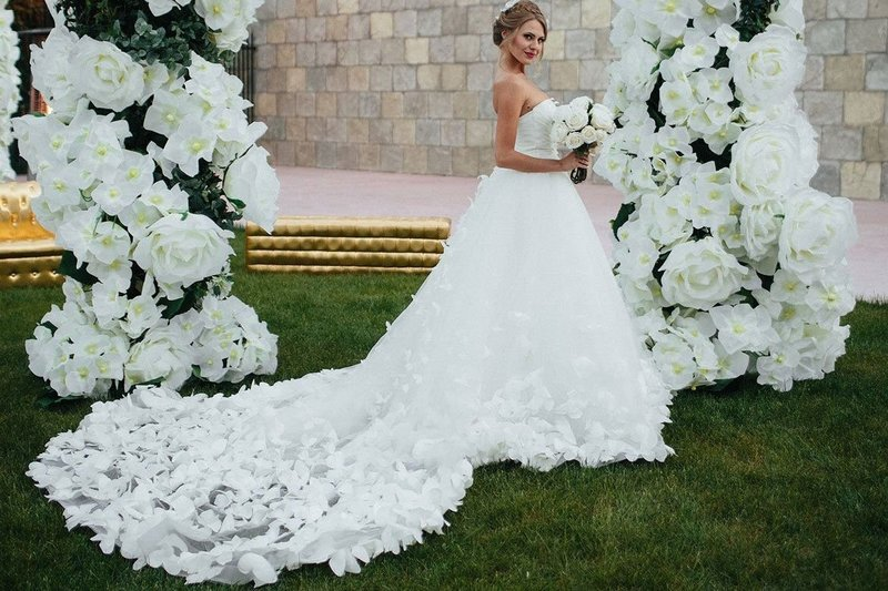 Весенне свадебное платье с цветами