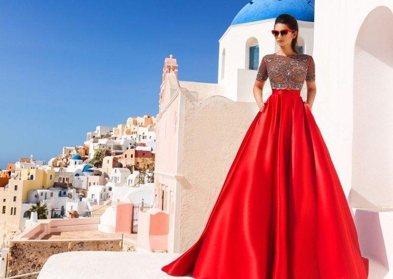 Красное платье с карманами