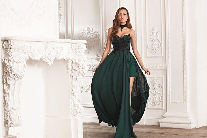 Зеленое платье с дополнительным слоем ткани