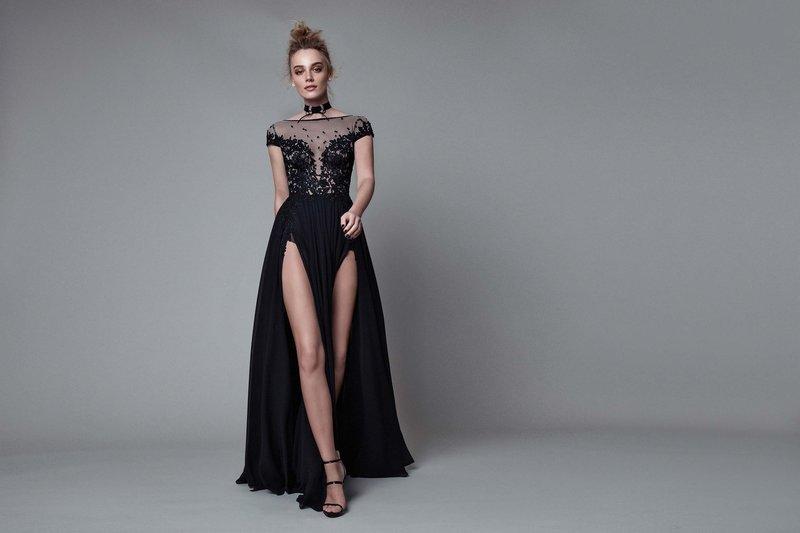 Платье с двумя боковыми разрезами