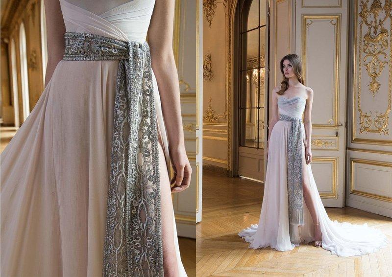 Нежно-розовое платье с поясом