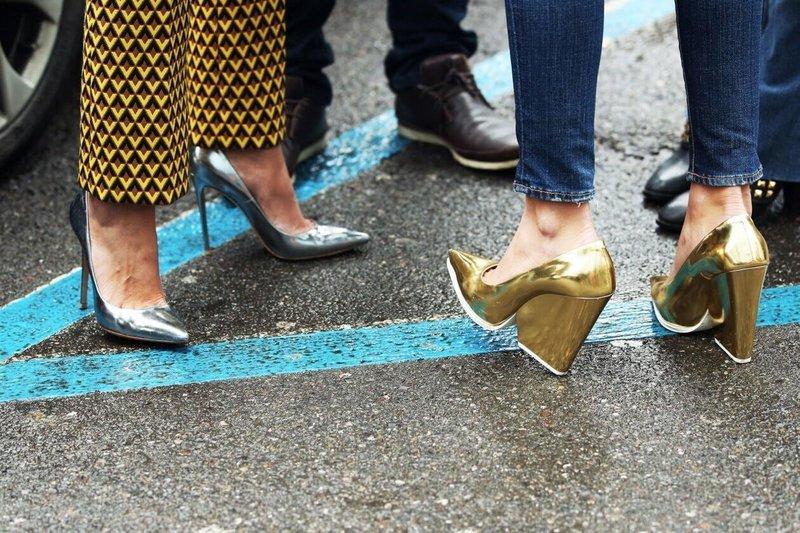 Туфли расцветок металлик