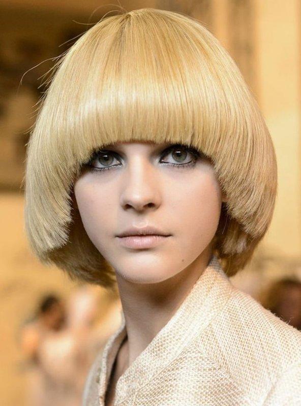 Стрижка паж на среднюю длину волос
