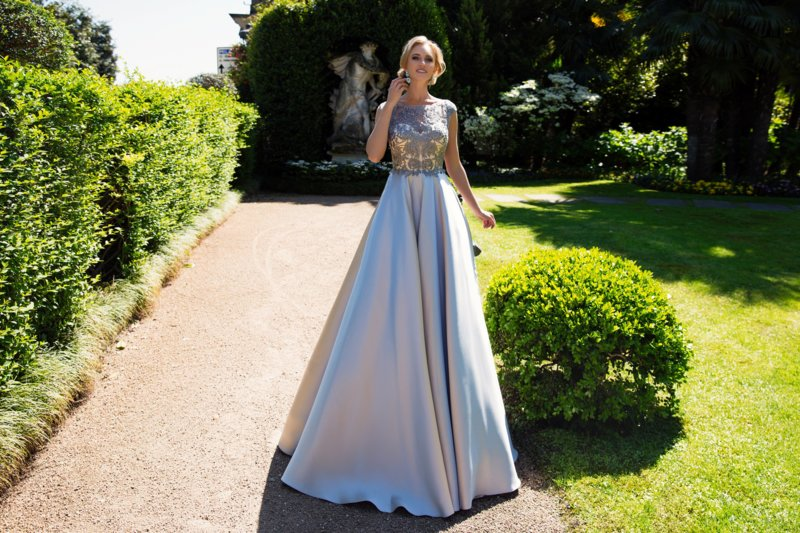 Нежное платье с гипюром