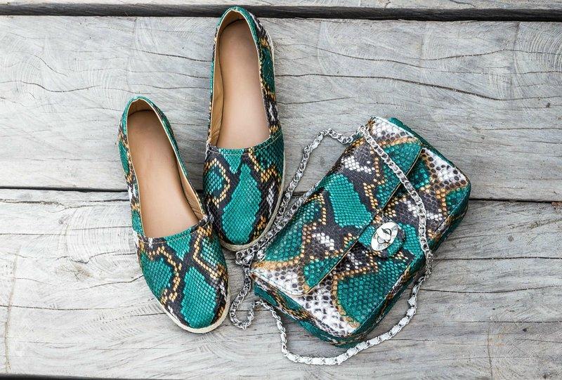 Яркая модель осенней обуви из кожи рептилий