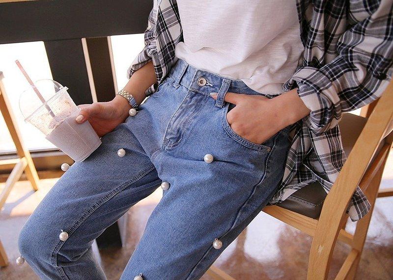 Стильные модели джинс с необычным декором