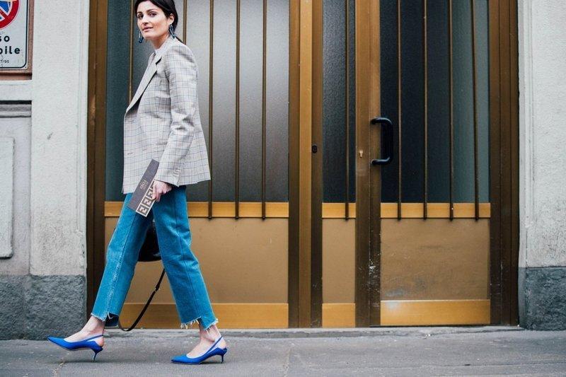 Синие туфли на низком каблуке