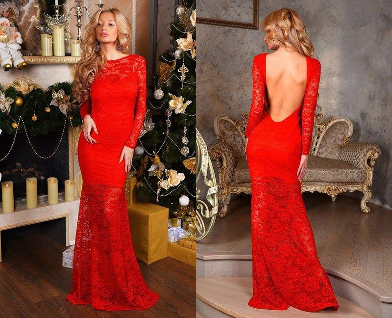Красное платье с голой спиной