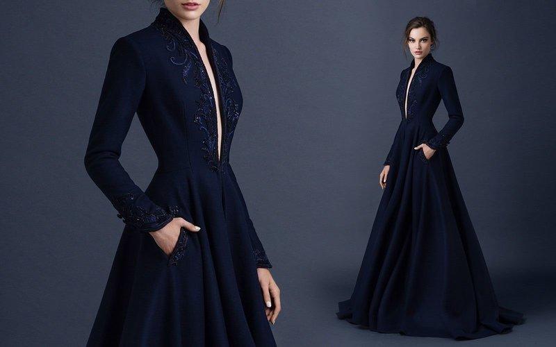 Платье с декольте и вышивкой