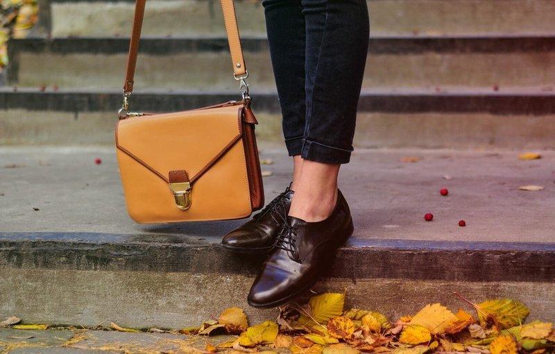 Обувь из лакированной кожи на осень