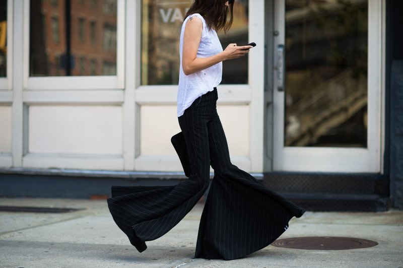Длинные брюки-клеш